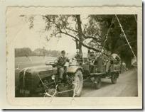 Hackl Anton mit Traktor u. F-Anhänger